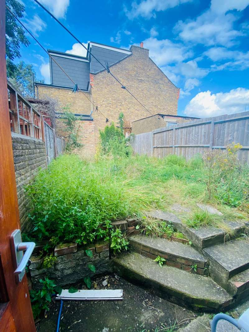 1 bedroom flat in South Woodford