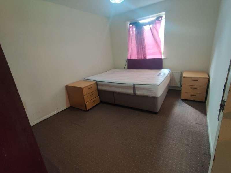 2 bedroom flat in Barking