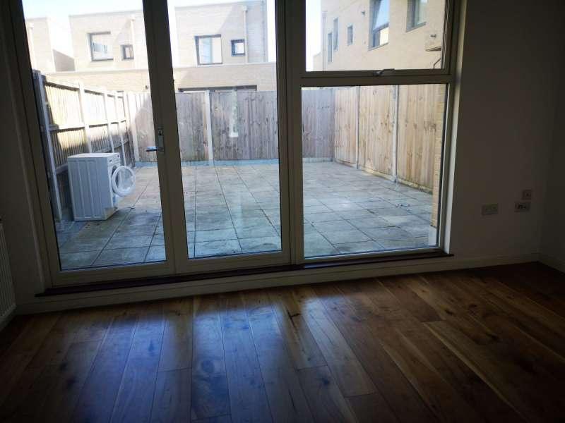 3 bedroom flat in Colindale