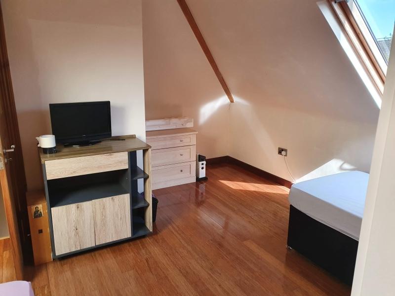 Camera mare in mansarda pt o fata 450 £